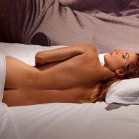 Eva Longoria nue : Tiffany Bonvoisin a relevé le défi sexy de Cyril Hanouna 2 fois ! (PHOTOS)