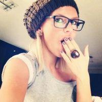 Amélie Neten (Secret Story) : Coup de gueule sur Twitter... pour des lunettes ! (PHOTO)