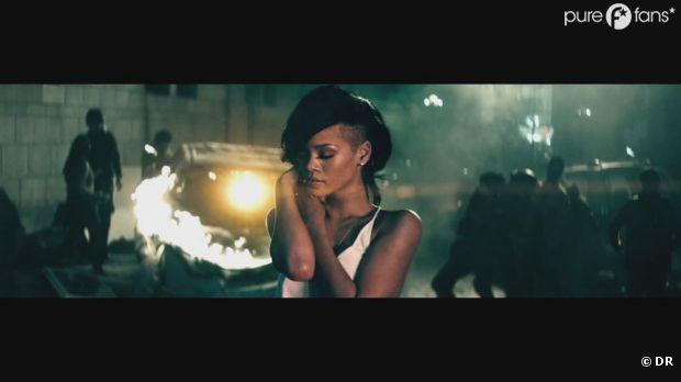 Rihanna nous éblouit dans le clip de Diamonds !