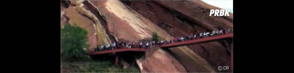 Jason Mraz : Des fans fidèles traversent le pont pour rejoindre l'Amphtéâtre