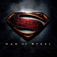 Man of Steel : Superman menotté et pas joyeux sur le premier poster (PHOTO)