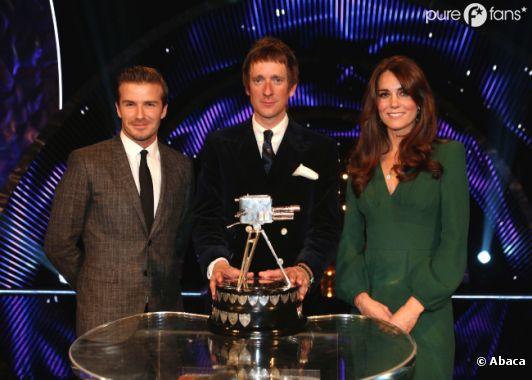 Kate Middleton a la cote auprès de la reine
