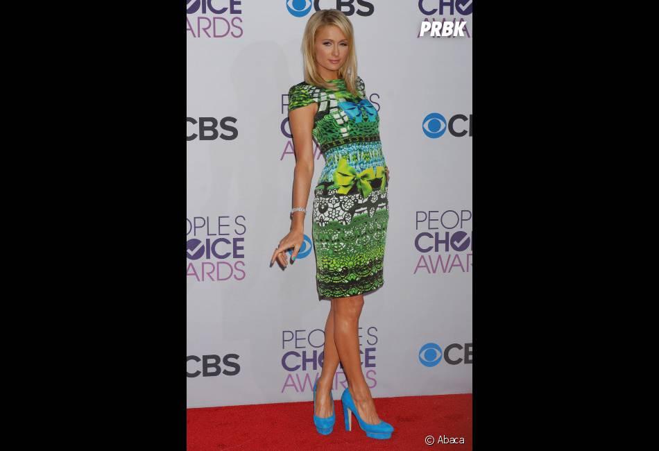 Paris Hilton a choisi un look fleuri pour les PCA 2013