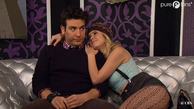 Ashley Benson rencontre Ted dans How I Met Your Mother