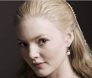 Holliday Grainger remplace Miley Cyrus