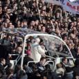 Les bains de foule en papamobile pour Benoît XVI c'est fini.