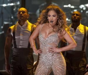 Jennifer Lopez sort aussi avec un jeune danseur de 18 ans de moins