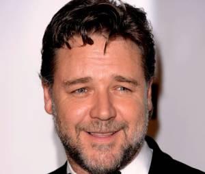 Russell Crowe dément : il n'est pas avec Natalie Imbruglia.