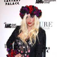 Kesha toujours aussi classe : en culotte sur le tapis rouge