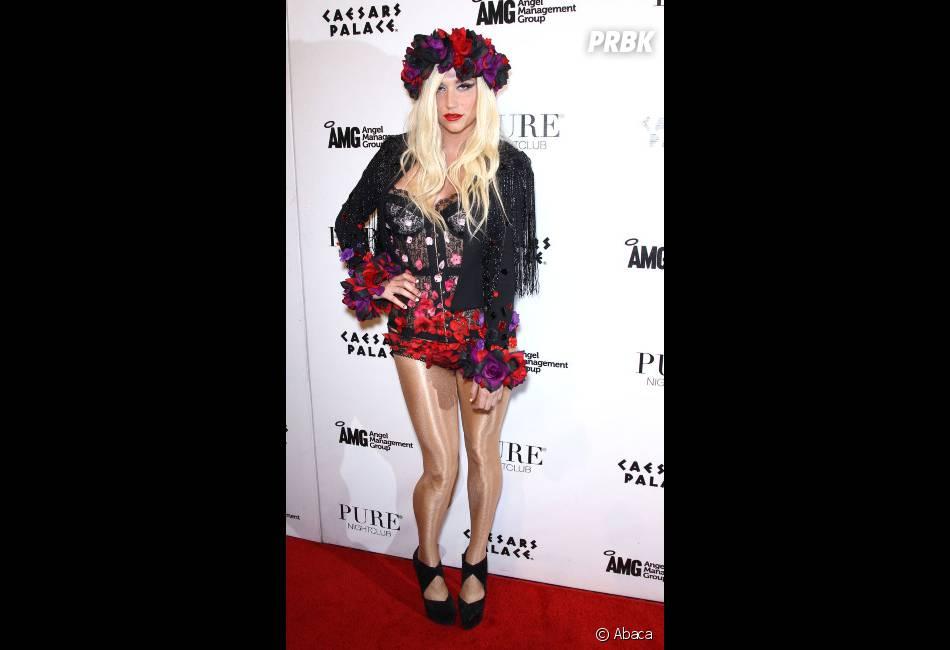Kesha s'habille léger pour sortir