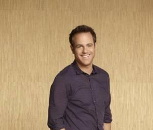 Paul Adelstein jouera aux côtés de Debra Messing pour CBS