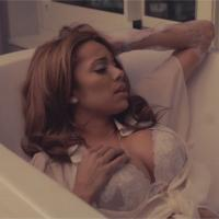 Erica Mena : Where Do I Go From Here, le clip hot en direct de la salle de bain