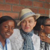"""Madonna humiliée au Malawi : """"fais la queue, comme tout le monde"""""""