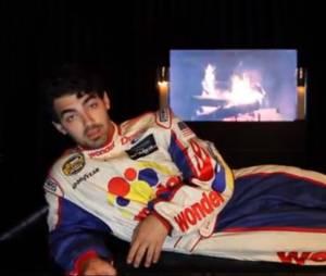 Joe Jonas décline l'invitation de Shaina, mais lui propose un autre tête à tête