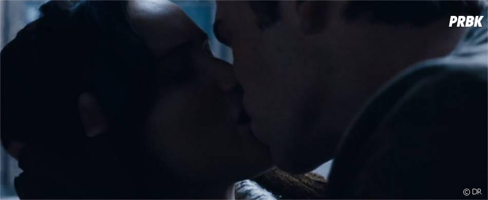 Gale embrasse Katniss dans Hunger Games 2