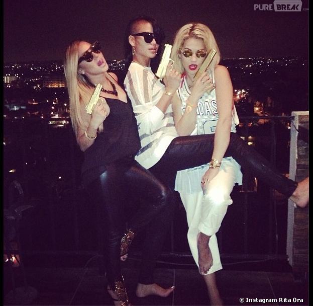 Rita Ora, Cassie et Adrienne Bailon, pistolets à la main : la photo fait polémique