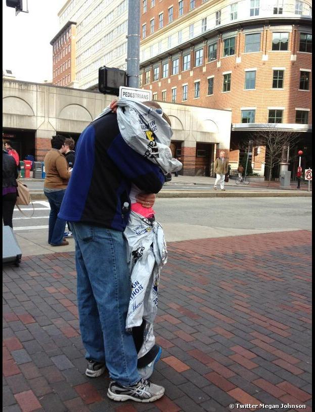 La photo d'un couple réuni après les explosions de Boston fait le tour du Web