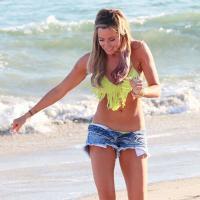 Ashley Tisdale nous nargue : corps parfait et grand soleil