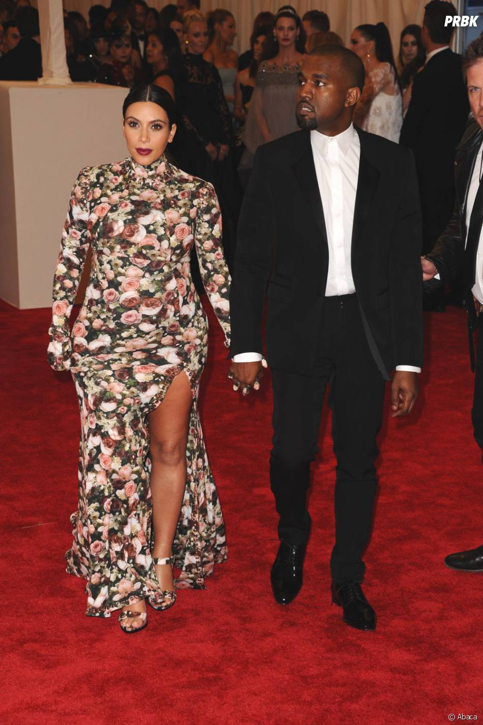 Kim Kardashian complexée par ses bras potelés