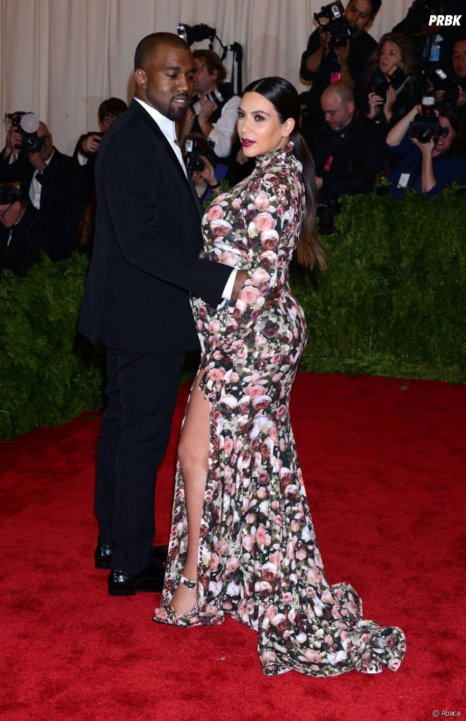 Kim Kardashian a dévoilé l'une de ses jambes comme Angelina Jolie aux Oscars 2012