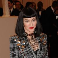 Madonna ultra punk au MET Ball 2013 : fesses à l'air et coupe à la Mireille Mathieu