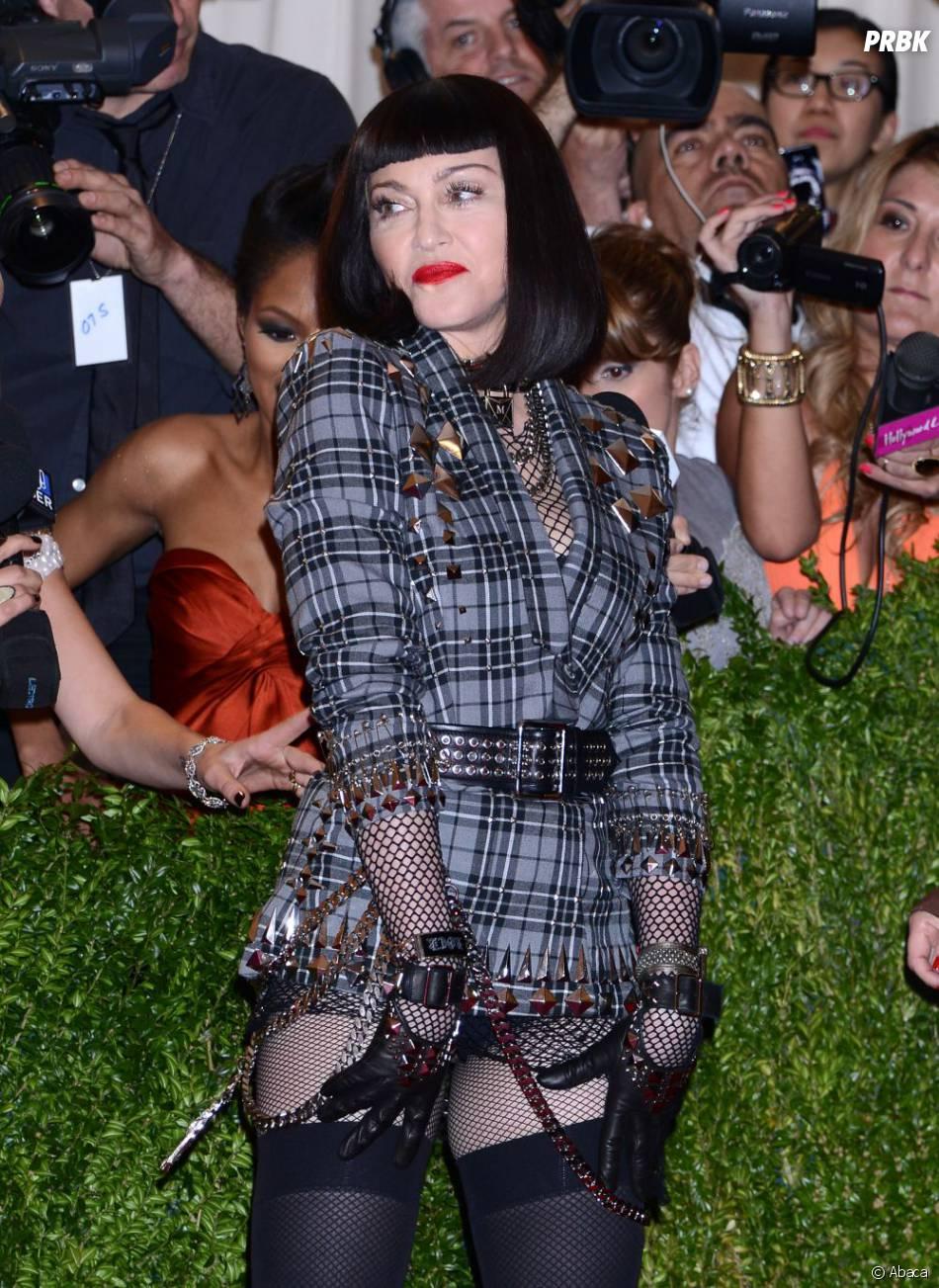 Madonna a opté pour une perruque à la Mireille Mathieu