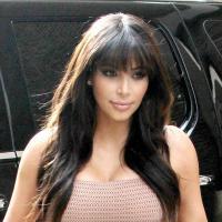 """Kim Kardashian enceinte et sous le choc : """"Un paparazzi a presque percuté ma voiture"""""""