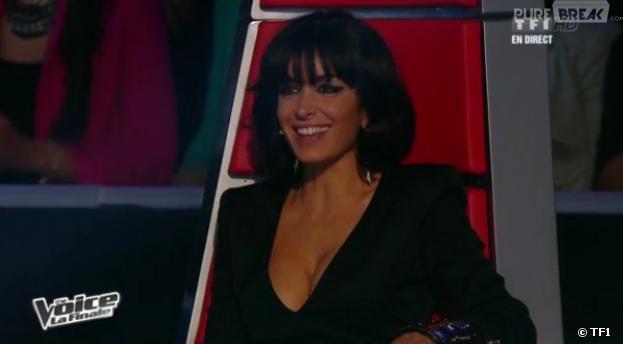 Jenifer et son décolleté dans The Voice 2 sur TF1.