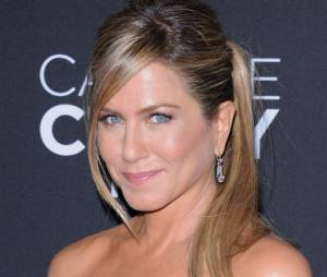 Jennifer Aniston se déshabille pour Tomer Sisley