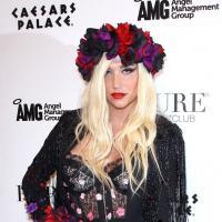 """Kesha fière d'avoir bu son urine : """"je suis contente de l'avoir fait"""""""