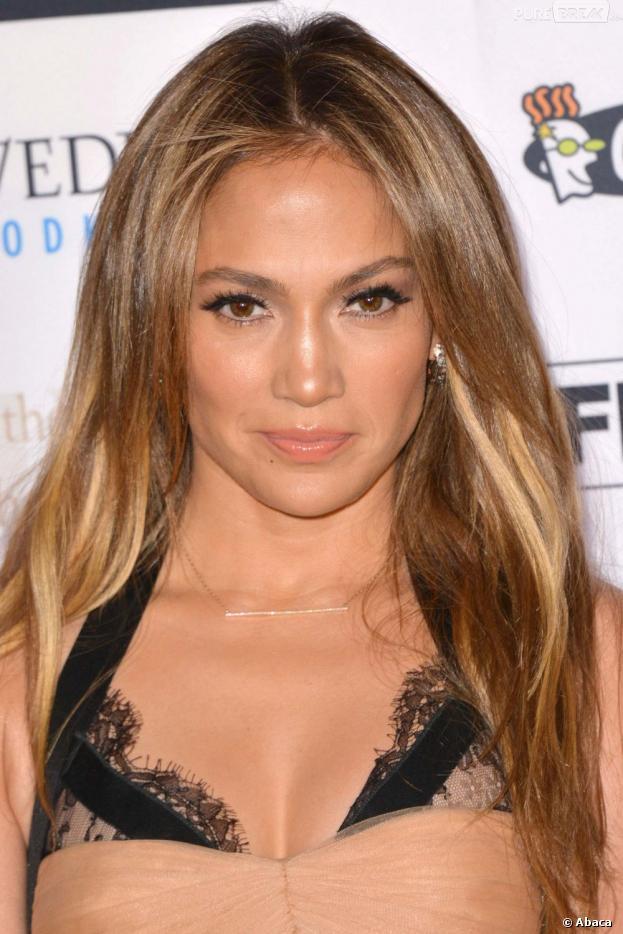 Jennifer Lopez devient la 2.500ème célébrité à avoir son étoile sur le Walk of Fame d'Hollywood