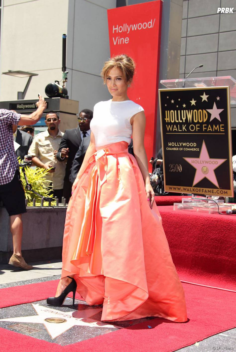 Jennifer Lopez a reçu son étoile sur le célèbre Walk of Fame à Los Angeles jeudi 20 juin 2013.