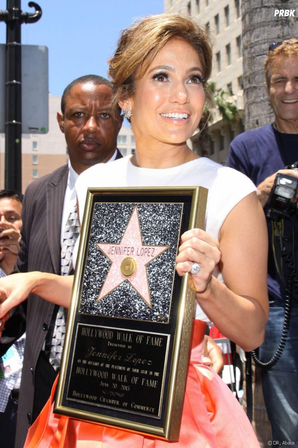 Jennifer Lopez était sur son 31 pour recevoir son étoile sur Hollywood Boulevard à Los Angeles le jeudi 20 juin 2013.