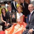Jennifer Lopez sur le Walk of Fame, reçoit son étoile jeudi 20 juin 2013.
