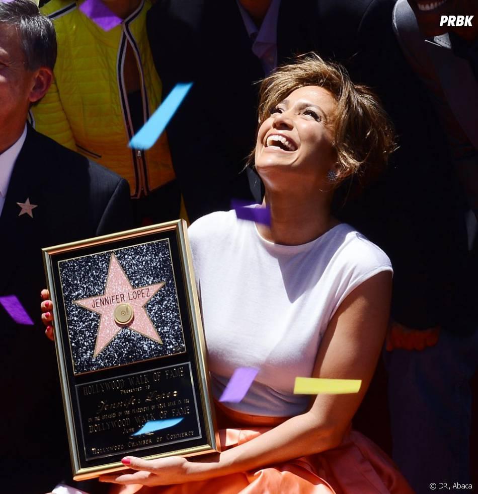 Jennifer Lopez plus heureuse que jamais en recevant son étoile sur le Walk of Fame jeudi 20 juin 2013.