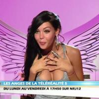 "Les Anges 5 - Thomas défile à la Fashion Week, Nabille en transe : ""Non mais le mec... C'est une bombe atomique"""