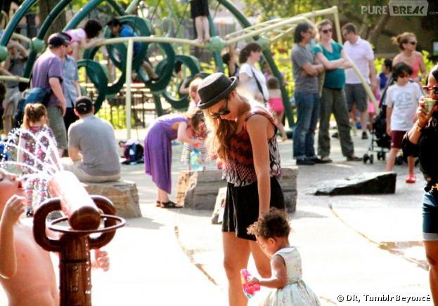 Beyoncé et Blue Ivy au parc... et sur Tumblr en juillet 2013