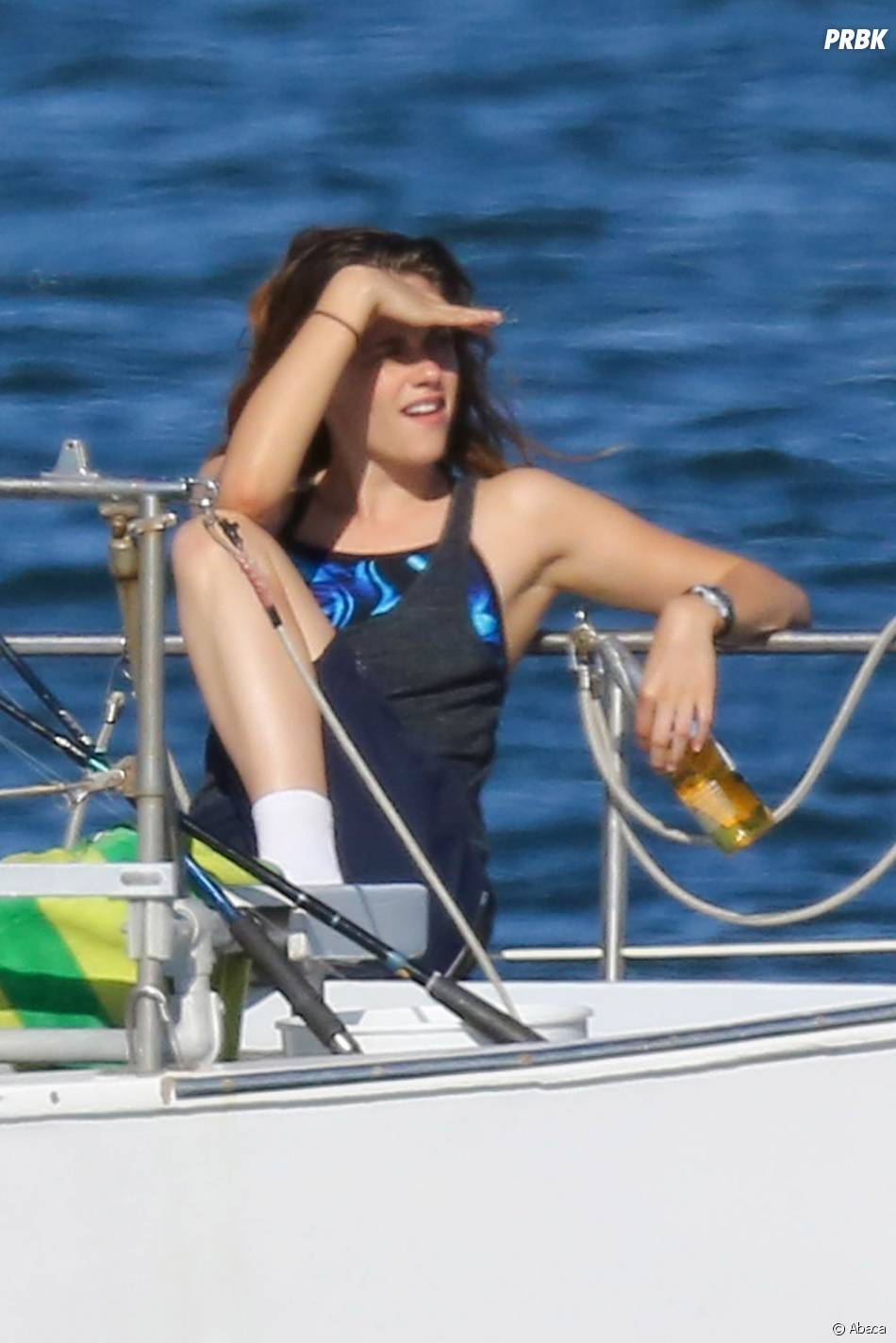 Kristen Stewart fait bronzette avant de tourner une scène pourCamp X-Ray