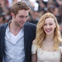 Robert Pattinson : flirt à volonté sur le tournage de son nouveau film ?
