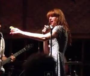 "Florence Welch du groupe ""Florence and the Machine"" pompette sur le titre ""Get Lucky des Daft Punk."