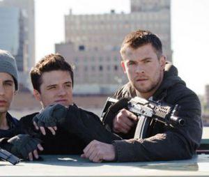Chris Hemsworth et Josh Hutcherson dans L'Aube Rouge