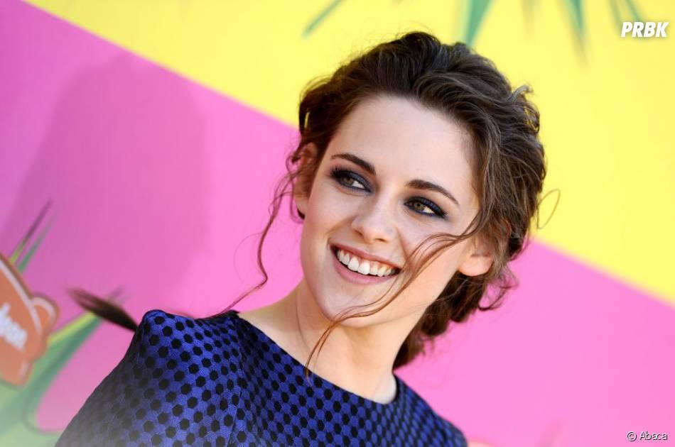 Kristen Stewart : large sourire aux Kids Choice Awards 2013