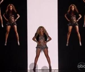 Beyoncé avait utilisé le même procédé en 2011 lors des Billboard Awards 2011.