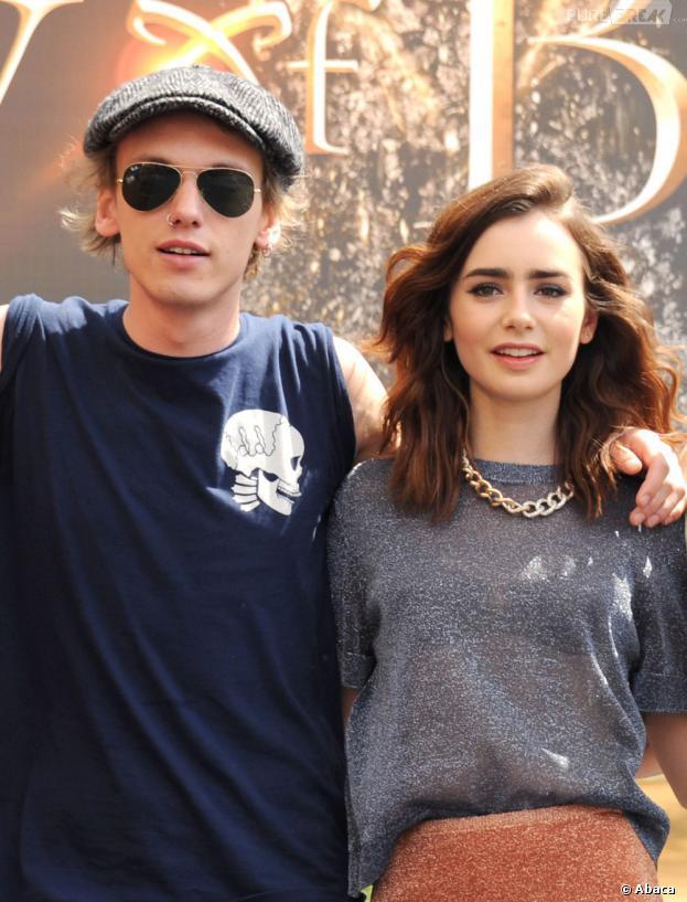 Lily Collins et Jamie Campbell Bower à Los Angeles, le 13 août 2013