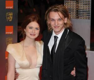 Jamie Campbell Bower et son ex-fiancée Bonnie Wright