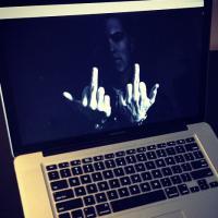 Eminem sur Instagram : LA photo provoc' en mode double doigt d'honneur