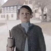 Mercedes : une fausse pub tue Adolf Hilter enfant et secoue la toile