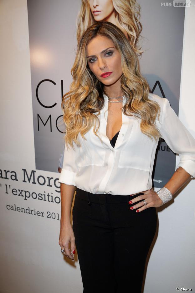 Clara Morgane sexy pour le lancement de son calendrier 2014