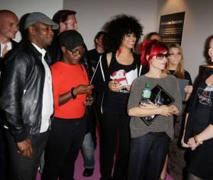Marina Foïs, Claudia Tagbo, MC Solaar, Samaha Sam des Shaka Ponk, Clara (Secret Story 7) à l'exposition Sex in the city pour Solidarité Sida, le 7 octobre 2013 à Paris