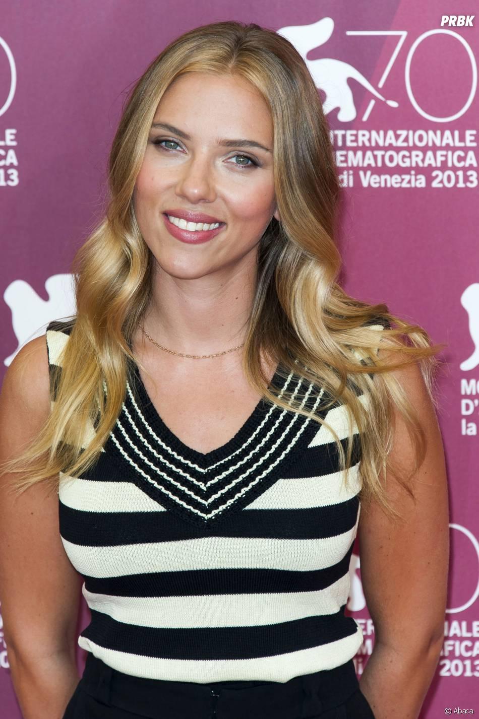 Scarlett Johansson à une conférence de presse lors de la Mostra de Venise pour présenter le film Under The Skin
